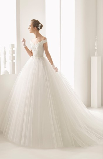 Rosa Clará Neira Off The Shoulder Lace and Tulle Gown Formal Wedding Dress Size 12 (L) Image 3