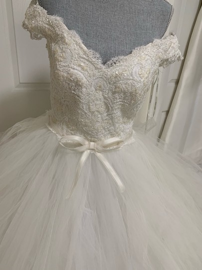 Rosa Clará Neira Off The Shoulder Lace and Tulle Gown Formal Wedding Dress Size 12 (L) Image 5