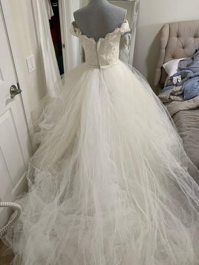 Rosa Clará Neira Off The Shoulder Lace and Tulle Gown Formal Wedding Dress Size 12 (L) Image 6
