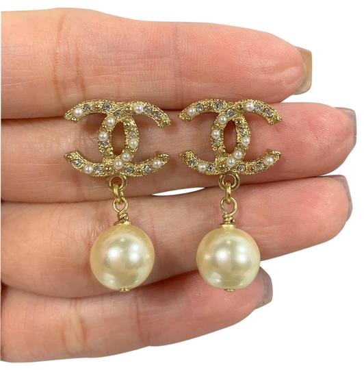 Preload https://img-static.tradesy.com/item/25952746/chanel-gold-cc-logo-crystals-and-pearls-studded-earrings-0-1-540-540.jpg