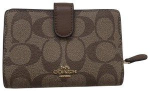 coach NWT Medium Corner Zip Wallet In Signature F23553