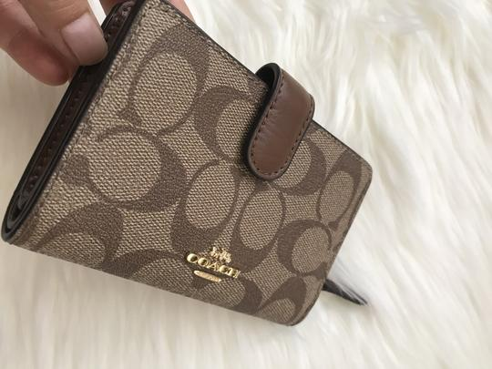 coach NWT Medium Corner Zip Wallet In Signature F23553 Image 2