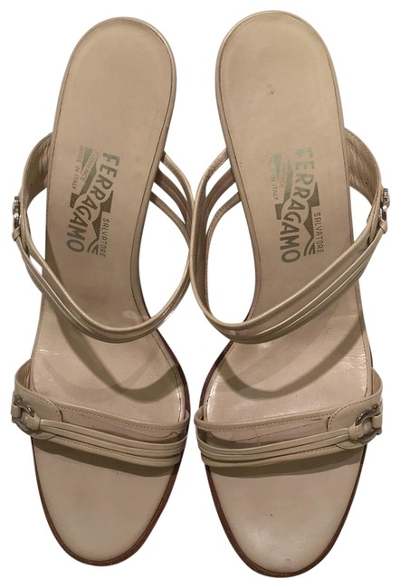 Item - Beige Sandals Size US 9 Regular (M, B)