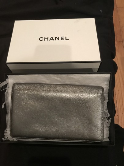 Chanel Pewter Clutch Image 8