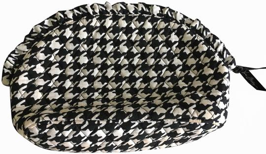 Preload https://img-static.tradesy.com/item/25955970/vera-bradley-cosmetic-houndstooth-weekendtravel-bag-0-1-540-540.jpg