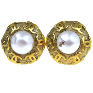 Chanel Auth CHANEL Button Imitation Pearl Earrings Clip-On Gold 92 Accessory