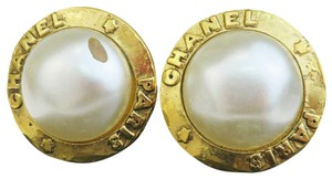 Chanel Auth CHANEL Logo Earrings Imitation Pearl Gold-tone Clip-On 28 Accesso