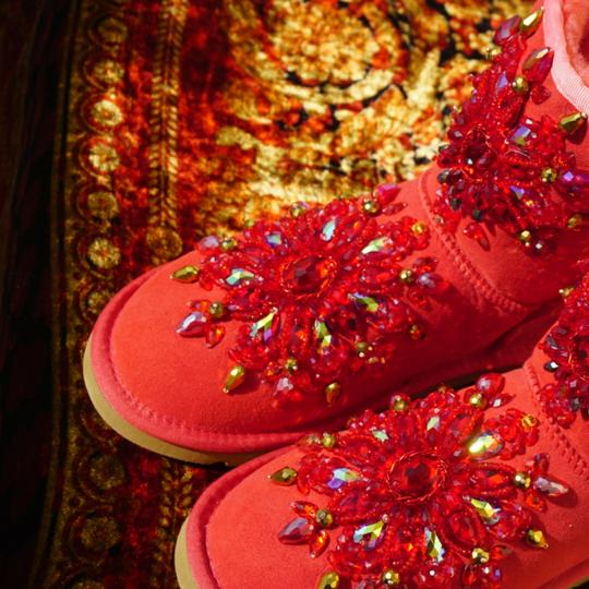 100% UGG AUSTRALIA BOOTS AUTHORS WORK SWAROVSKI CRYSTALS SIZE 9 EURO 40 Red Boots Image 11