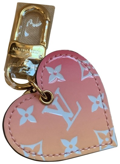 Preload https://img-static.tradesy.com/item/25956431/louis-vuitton-pink-pte-cles-couer-ll-rose-keyfob-0-1-540-540.jpg