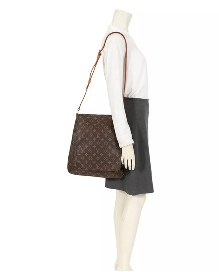 Preload https://img-static.tradesy.com/item/25957472/louis-vuitton-musette-salsa-long-strap-monogram-canvas-cross-body-bag-0-0-540-540.jpg