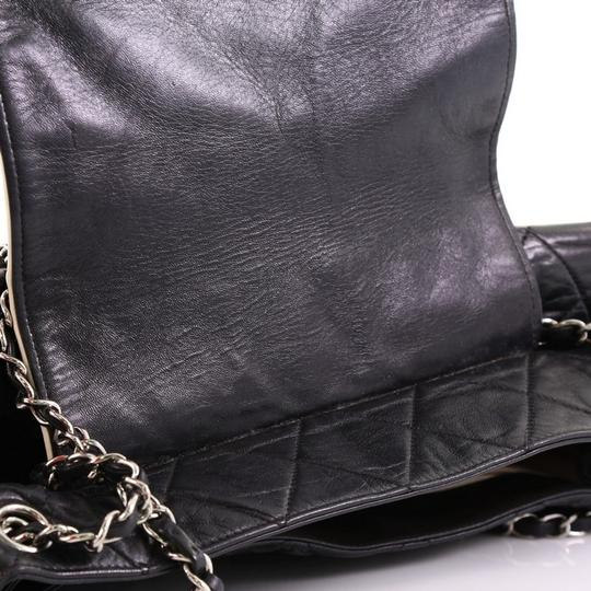 Chanel East West Flap Lambskin Shoulder Bag Image 7