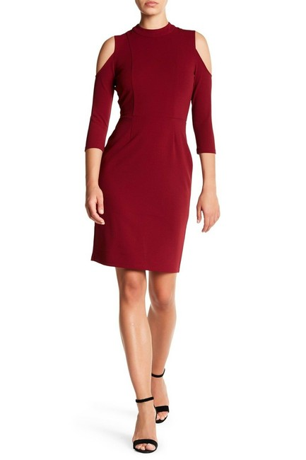 Item - Burgundy Cold Shoulder Sheath Short Cocktail Dress Size 8 (M)