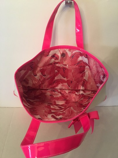 Juicy Couture 302626035055 Handbag Shopper Tote in Whte and Pink Image 2