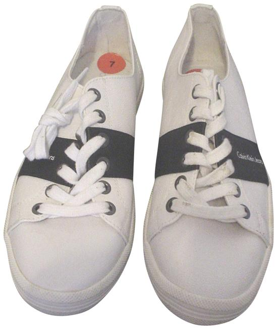 Item - White Jeans Blue Sneakers Flats Size US 7 Regular (M, B)