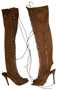 Breckelle's brown suede Boots
