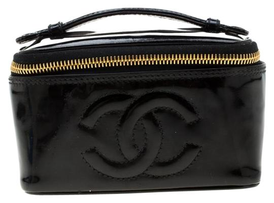 Preload https://item1.tradesy.com/images/chanel-vintage-vanity-cosmetic-black-patent-leather-clutch-25963700-0-2.jpg?width=440&height=440