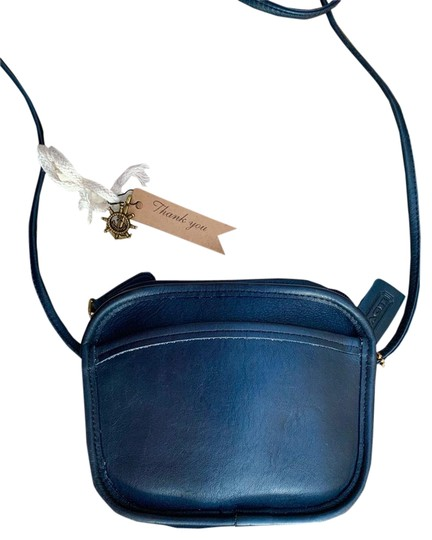 Preload https://img-static.tradesy.com/item/25965344/coach-vintage-hadley-zip-9935-blue-leather-cross-body-bag-0-2-540-540.jpg