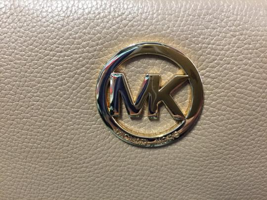 Michael Kors Leather Gold Hardware Cross Body Bag Image 3