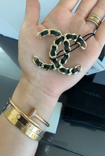 Chanel chain leather brooch Image 10