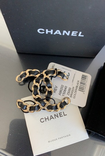 Chanel chain leather brooch Image 11