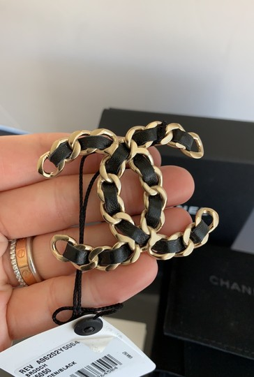 Chanel chain leather brooch Image 2
