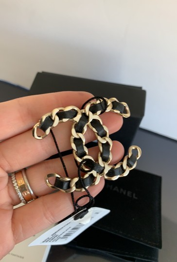 Chanel chain leather brooch Image 5
