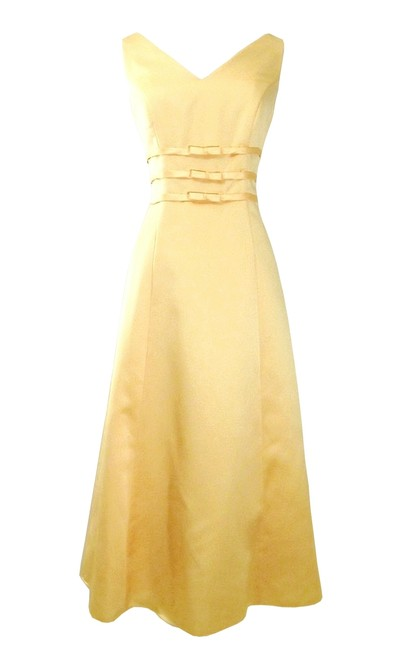 Item - Yellow Satin Style 500 Formal Bridesmaid/Mob Dress Size 10 (M)