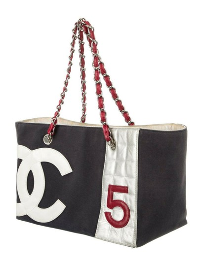 Chanel Cc Logo 5 Shopper Tote in Navy red Image 1