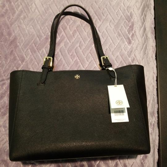 Preload https://item2.tradesy.com/images/tory-burch-york-small-buckle-black-leather-tote-25966006-0-0.jpg?width=440&height=440