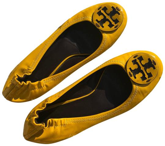 Preload https://img-static.tradesy.com/item/25966705/tory-burch-yellow-flats-size-us-7-regular-m-b-0-2-540-540.jpg