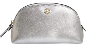 Tory Burch NWT TORY BURCH ROBINSON MAKEUP CASE SILVER SAFFIANO LEATHER