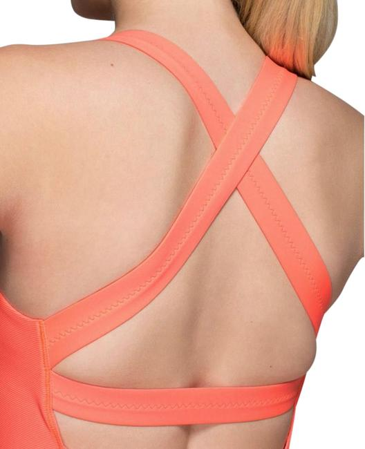 Item - Coral Core Kicker Activewear Top Size 6 (S)