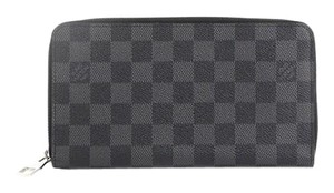 Louis Vuitton Zippy Organizer Wristlet in Gray