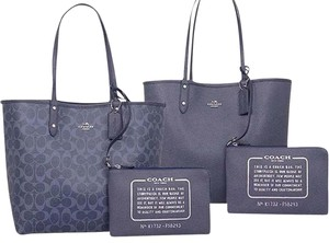 Coach Bags Signature Reversible Tote in Navy Blue