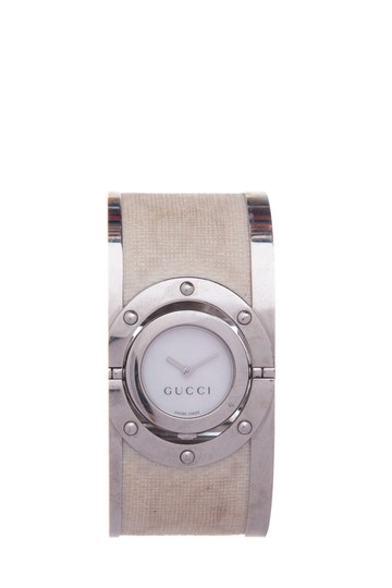 Preload https://img-static.tradesy.com/item/25972409/gucci-silver-112-twirl-bangle-stainless-steel-watch-0-0-540-540.jpg