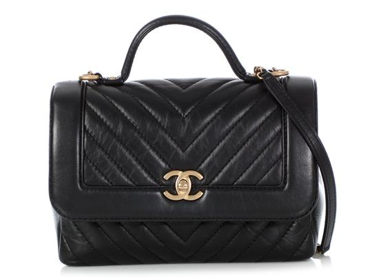 Preload https://img-static.tradesy.com/item/25973475/chanel-top-handle-chevron-quilted-black-calfskin-leather-cross-body-bag-0-0-540-540.jpg