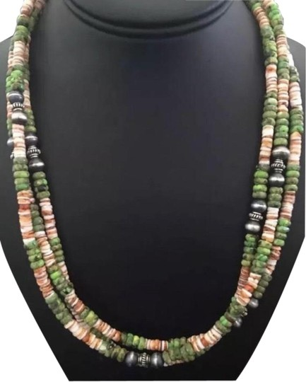 Preload https://img-static.tradesy.com/item/25973576/green-turquoise-sterling-silver-necklace-0-2-540-540.jpg