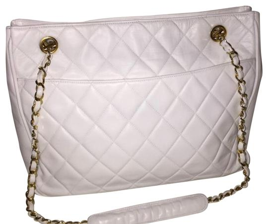 Preload https://img-static.tradesy.com/item/25973644/chanel-255-reissue-vintage-quilted-white-lambskin-leather-tote-0-2-540-540.jpg
