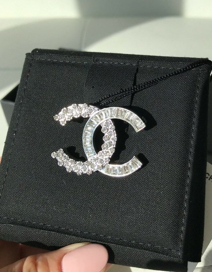 Chanel CHANEL SMALL BAGUETTE CRYSTALS BROOCH SILVER CC LOGO PIN Image 5