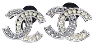 Chanel CHANEL 2018B SILVER CC LOGO CRYSTALS PEARLS STUDS EARRINGS