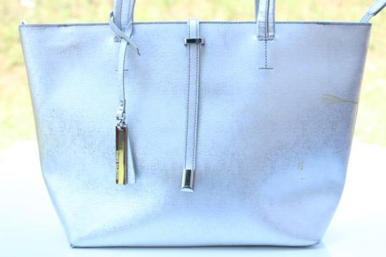 Vince Camuto Tote in silver Image 4