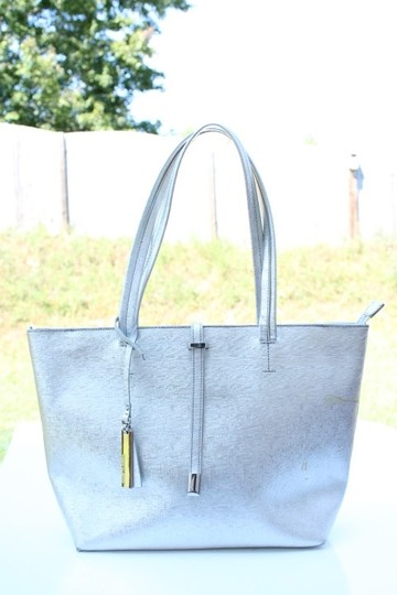 Vince Camuto Tote in silver Image 6