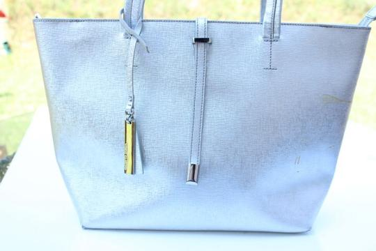 Vince Camuto Tote in silver Image 8