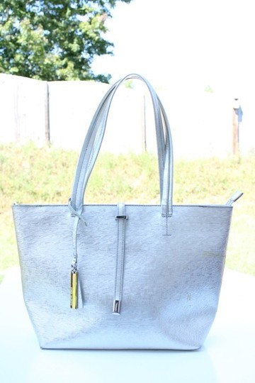 Vince Camuto Tote in silver Image 9