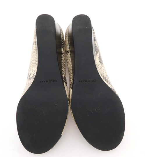 Cole Haan Elsie Pumps Logo Bow Air Round Toe Snake Wedges Image 6