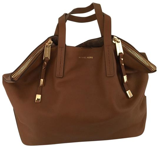 Preload https://img-static.tradesy.com/item/25974015/michael-kors-collection-miranda-zips-large-shopper-luggage-leather-tote-0-6-540-540.jpg