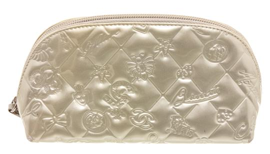 Preload https://img-static.tradesy.com/item/25974680/chanel-silver-pouch-patent-leather-lucky-charms-cosmetic-bag-0-0-540-540.jpg