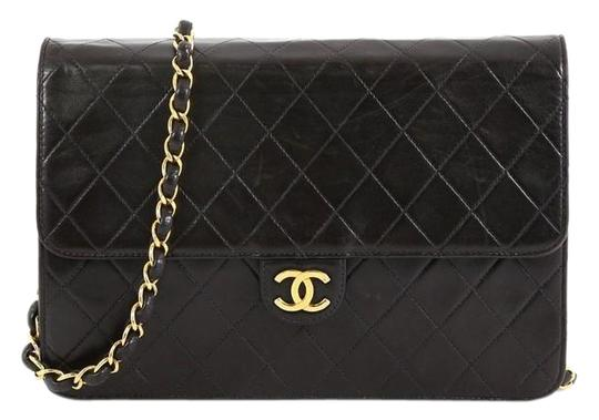 Preload https://img-static.tradesy.com/item/25975258/chanel-clutch-vintage-with-chain-quilted-medium-black-leather-shoulder-bag-0-2-540-540.jpg