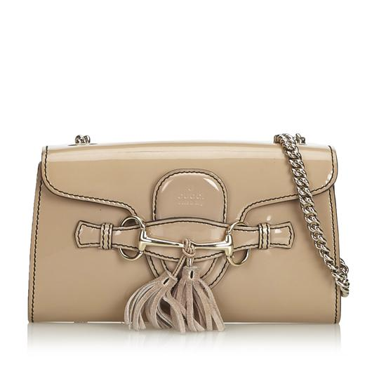 Preload https://img-static.tradesy.com/item/25975807/gucci-chain-emily-small-beige-patent-leather-shoulder-bag-0-0-540-540.jpg