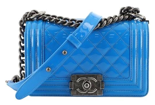 Preload https://img-static.tradesy.com/item/25977161/chanel-classic-flap-boy-quilted-patent-small-blue-leather-shoulder-bag-0-2-540-540.jpg